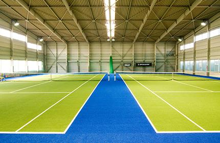 屋内テニス場